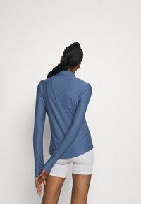 Under Armour - QUALIFIER HALF ZIP DAMEN - Sports shirt - mineral blue - 2