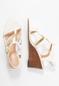 Lauren Ralph Lauren - CHARLTON CASUAL WEDGE - Sandály na klínu - vanilla - 3