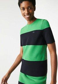 Lacoste LIVE - Print T-shirt - vert / bleu marine - 1