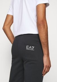 EA7 Emporio Armani - PANTALONI - Pantalon de survêtement - night blue - 3