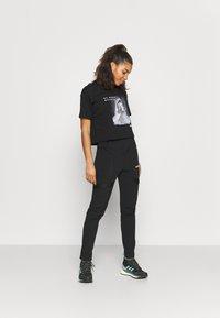 The North Face - CROP TEE - Camiseta estampada - black - 1