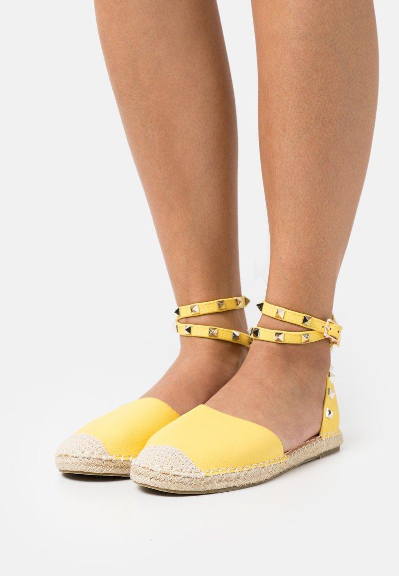 RAID Wide Fit - WIDE FIT CASPER - Espadrilles - yellow