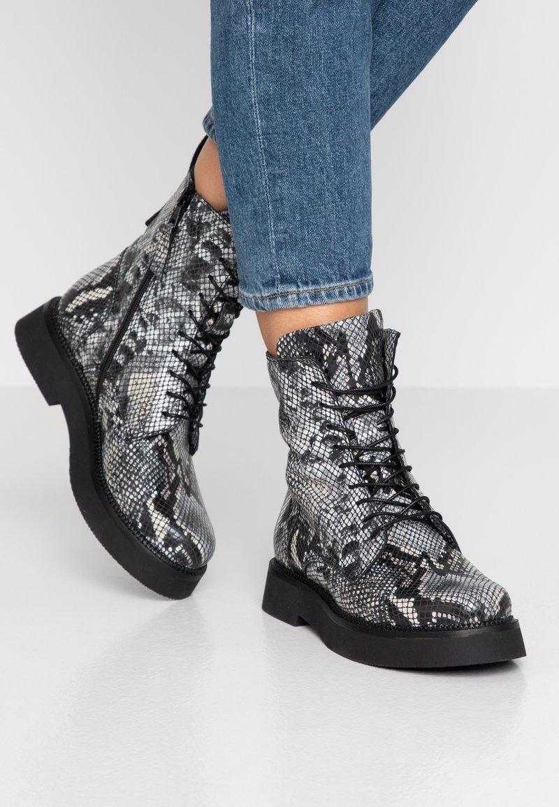 MJUS - Kotníkové boty na platformě - nero