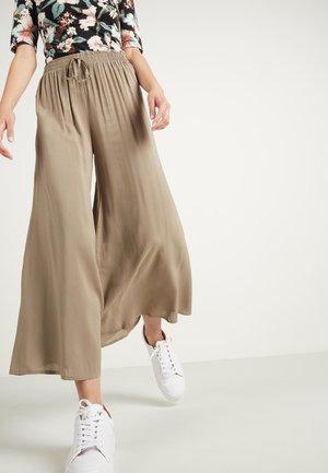 CULOTTE AUS LEICHTEM STOFF - Trousers - mud