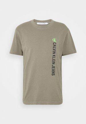 WASHED INSTITTEE UNISEX - T-Shirt print - elephant skin