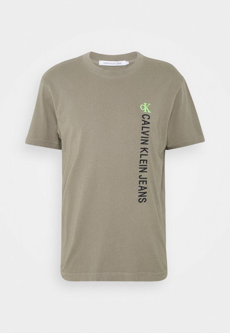 Calvin Klein Jeans - WASHED INSTITTEE UNISEX - T-shirt con stampa - elephant skin