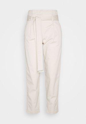 PAPER BAG  - Pantaloni - yax