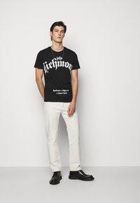 John Richmond - FONDULAC - T-shirt print - black - 1