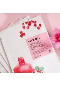 Mizon - JOYFUL TIME ESSENCE POMEGRANATE 4 MASKS PACK - Set de soins du visage - - - 1