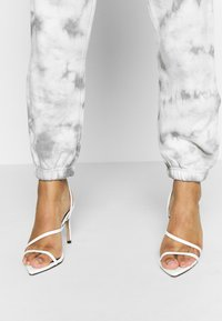 Missguided - TIE DYE  - Tracksuit bottoms - cream - 3