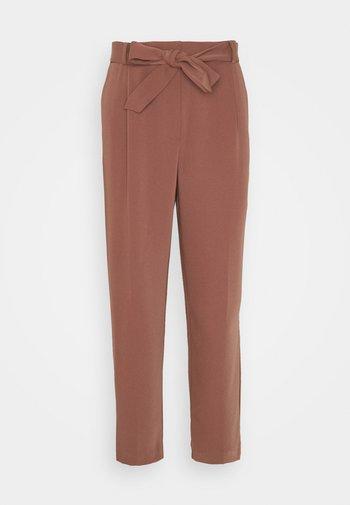 SADIE TIE WAIST SLIM PANTS - Trousers - clay