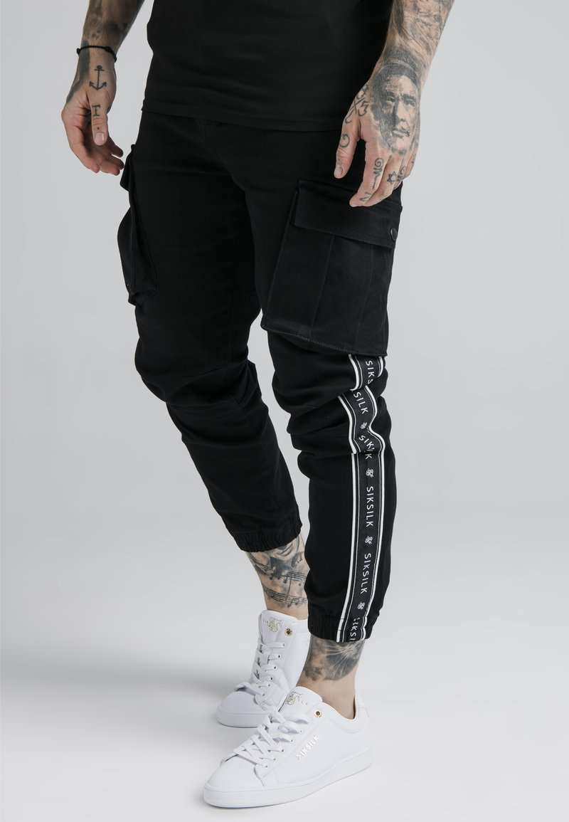 SIKSILK - FITTED TAPED CUFF CARGO - Pantaloni cargo - black