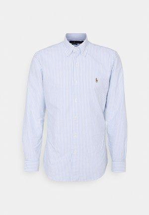 CUSTOM FIT STRIPED SHIRT - Skjorter - basic blue/white