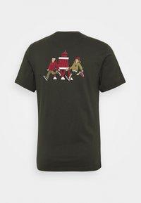 Barbour Beacon - PARKYART TEE - Print T-shirt - forest - 1