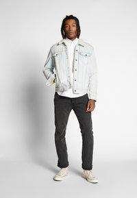 Tommy Jeans - OXFORD BADGE  - Koszula - white - 1