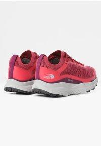 The North Face - VECTIV ESCAPE - Hiking shoes - paradisepnk/pamplonapurpl - 4