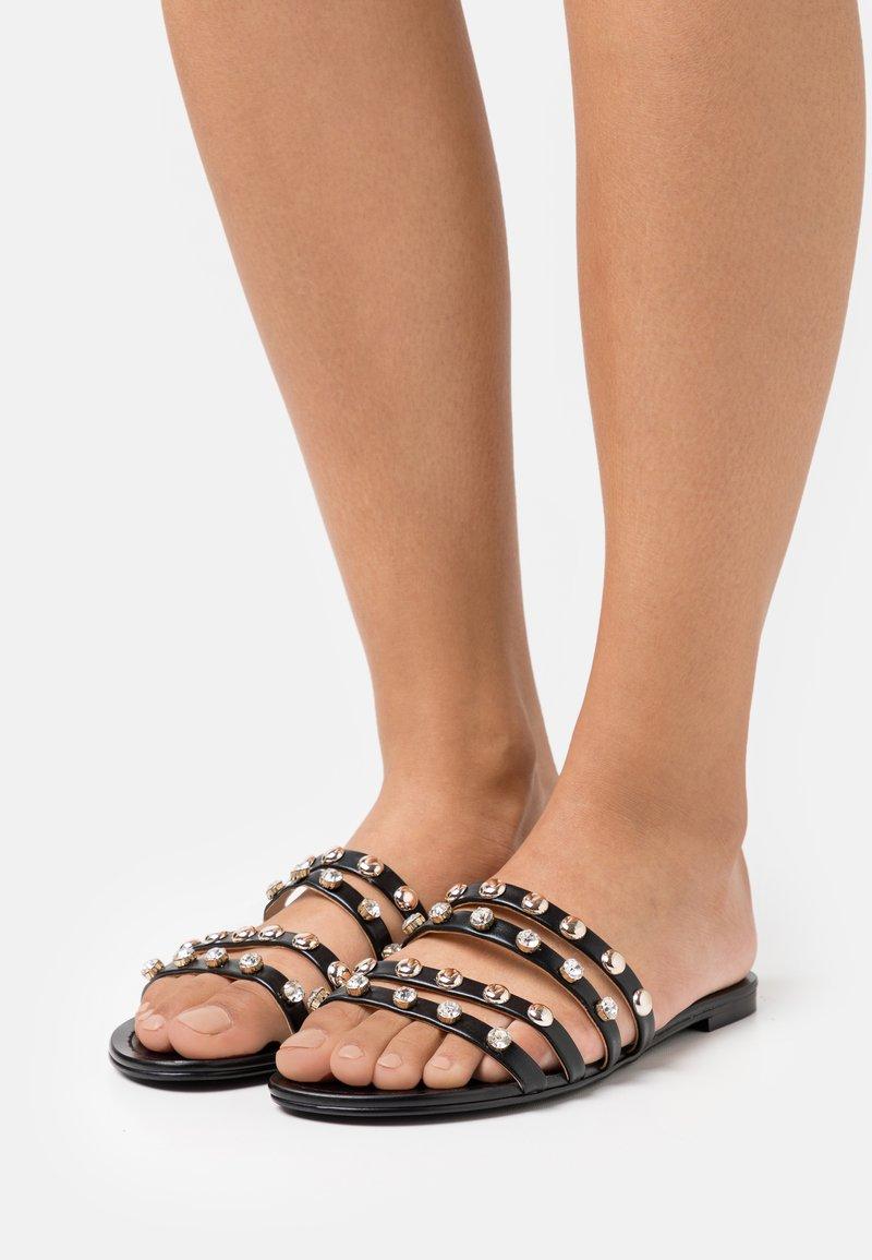 Guess - CEVAN - Pantofle - black