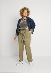 CAPSULE by Simply Be - WIDE LEG PANT - Trousers - khaki - 1