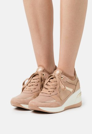 EILAS - Sneakers laag - camel