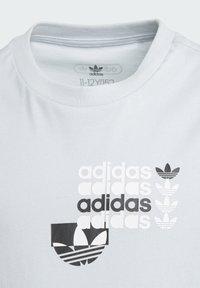 adidas Originals - GRAPHIC T-SHIRT - Print T-shirt - blue - 2