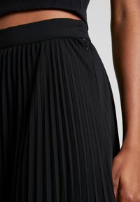 Weekday - VALENTINE PLEATED SKIRT - Pleated skirt - black - 4