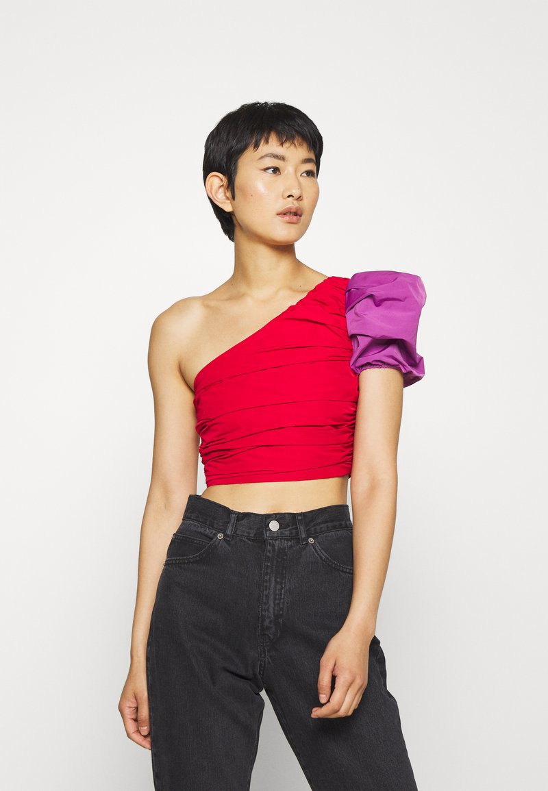 Who What Wear - THE ONE SLEEVE PARTY - Blusa - crimison/violet