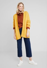 MAERZ Muenchen - LANG ARM - Gilet - spicy yellow - 1