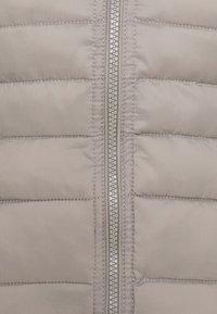 ONLY Petite - ONLNEWTAHOE HOOD WAISTCOAT - Waistcoat - silver - 2