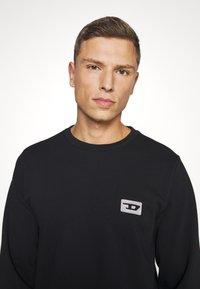 Diesel - UMLT-WILLY SWEAT-SHIRT - Pyjama top - black - 4