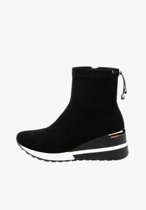 FALZES - Ankle boots - black