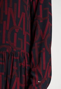Tommy Hilfiger - KNEE DRESS BRACELET - Shirt dress - regatta red - 4