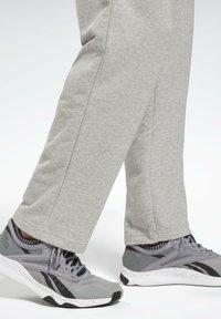 Reebok - SMALL LOGO ELEMENTS PANTS - Verryttelyhousut - grey - 4