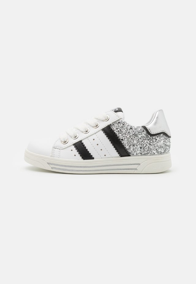Sneakers basse - bianco/argento