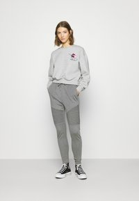 ONLY - ONLZITA LIFE SHORT LIPS BOX - Sweatshirt - light grey melange - 1