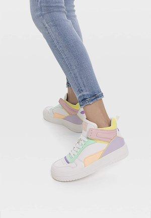 Sneakersy wysokie - pink