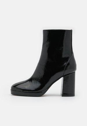 ONLBERRIE BOOTIE - Korte laarzen - black