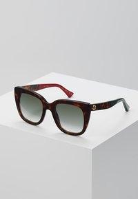 Gucci - 30001723003 - Sonnenbrille - havana/green - 0