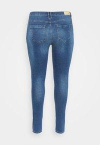 ONLY Carmakoma - CARLAOLA LIFE - Skinny džíny - medium blue denim - 6