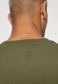 adidas Originals - BASICS UNISEX - Basic T-shirt - olive - 4