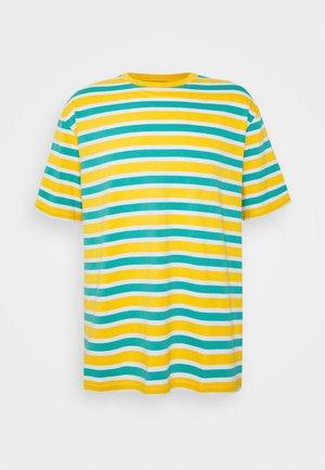OVERSIZED TEE UNISEX - Print T-shirt - yellow