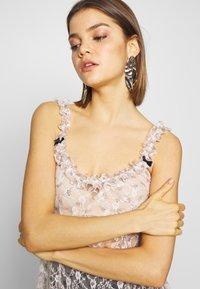 NEW girl ORDER - DITSY DRESS - Kjole - beige - 4