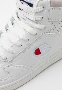 Champion - MID CUT SHOE NEW YORK - Chaussures d'entraînement et de fitness - white - 5