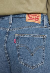 Levi's® - HIGH WAISTED MOM JEAN - Jeans Tapered Fit - eco blue - 4