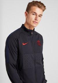 Nike Performance - PARIS ST GERMAIN - Klubbkläder - oil grey/obsidian/university red - 3