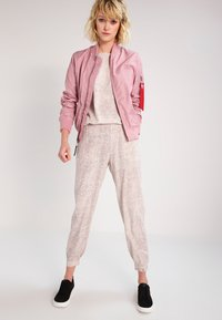 Alpha Industries - Bomber Jacket - silver pink - 1