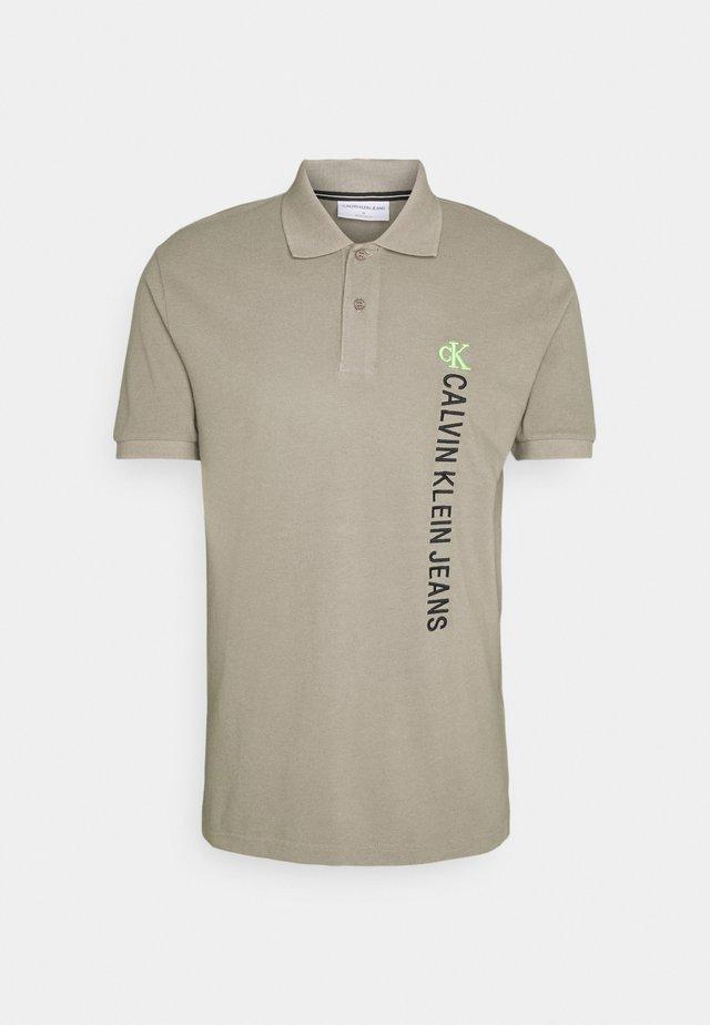 WASHED INSTIT - Polo shirt - elephant skin
