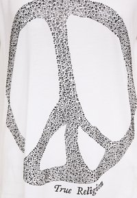 True Religion - WIDE CREW PEACE - Camiseta estampada - white - 2