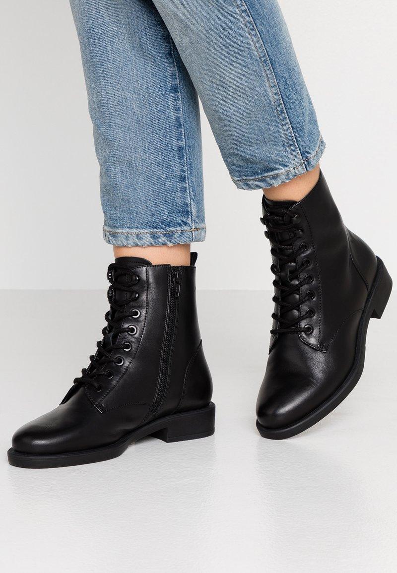 s.Oliver BLACK LABEL - Lace-up ankle boots - black