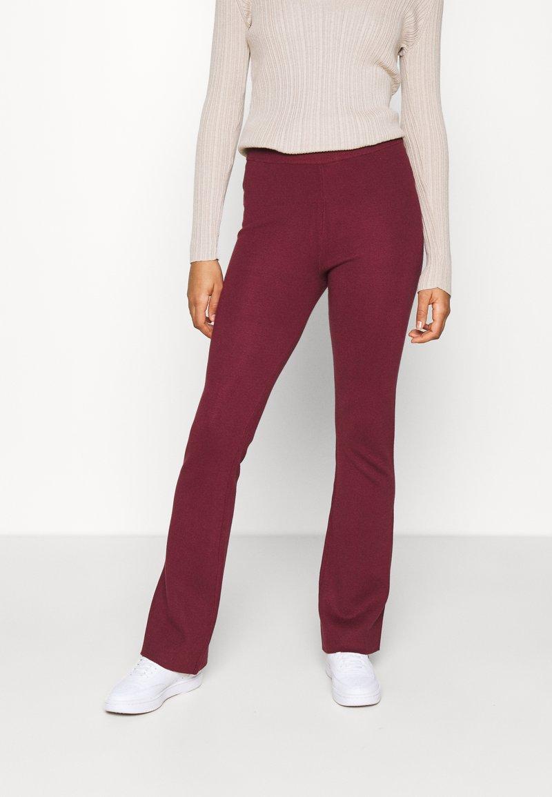 NA-KD - FLARED LOUNGE PANTS - Tracksuit bottoms - burgundy