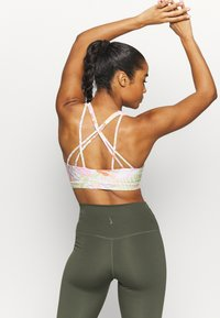Cotton On Body - STRAPPY SPORTS CROP - Light support sports bra - tropicool multi - 2